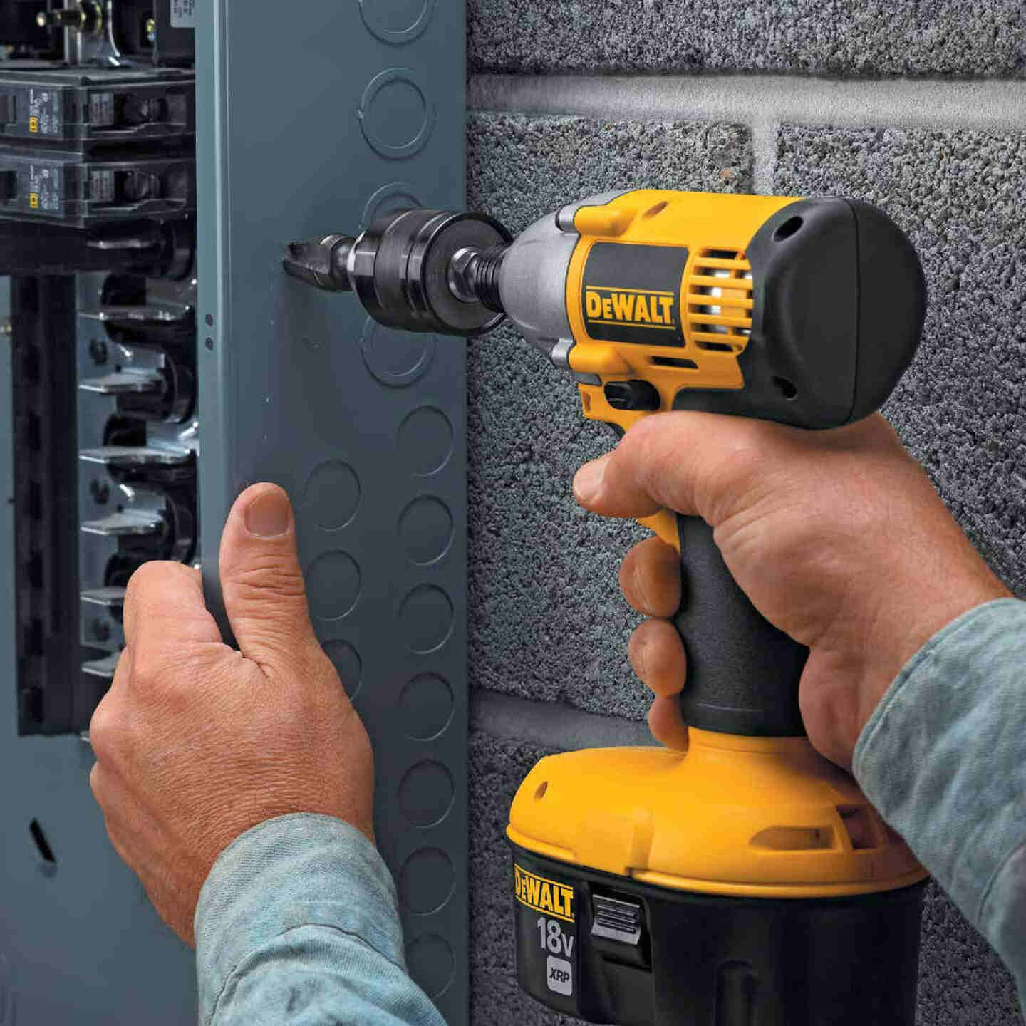DeWalt 1/4 In. Quick Connet to 3/8 In. Keyless Impact Chuck Adapter Image 3